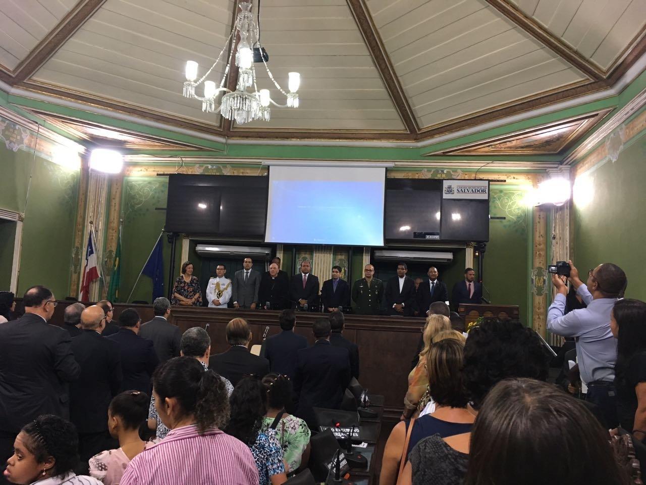 Reitor e Devo��o prestigiam recebimento de medalha Thom� de Souza concedida a Dom Murilo Krieger