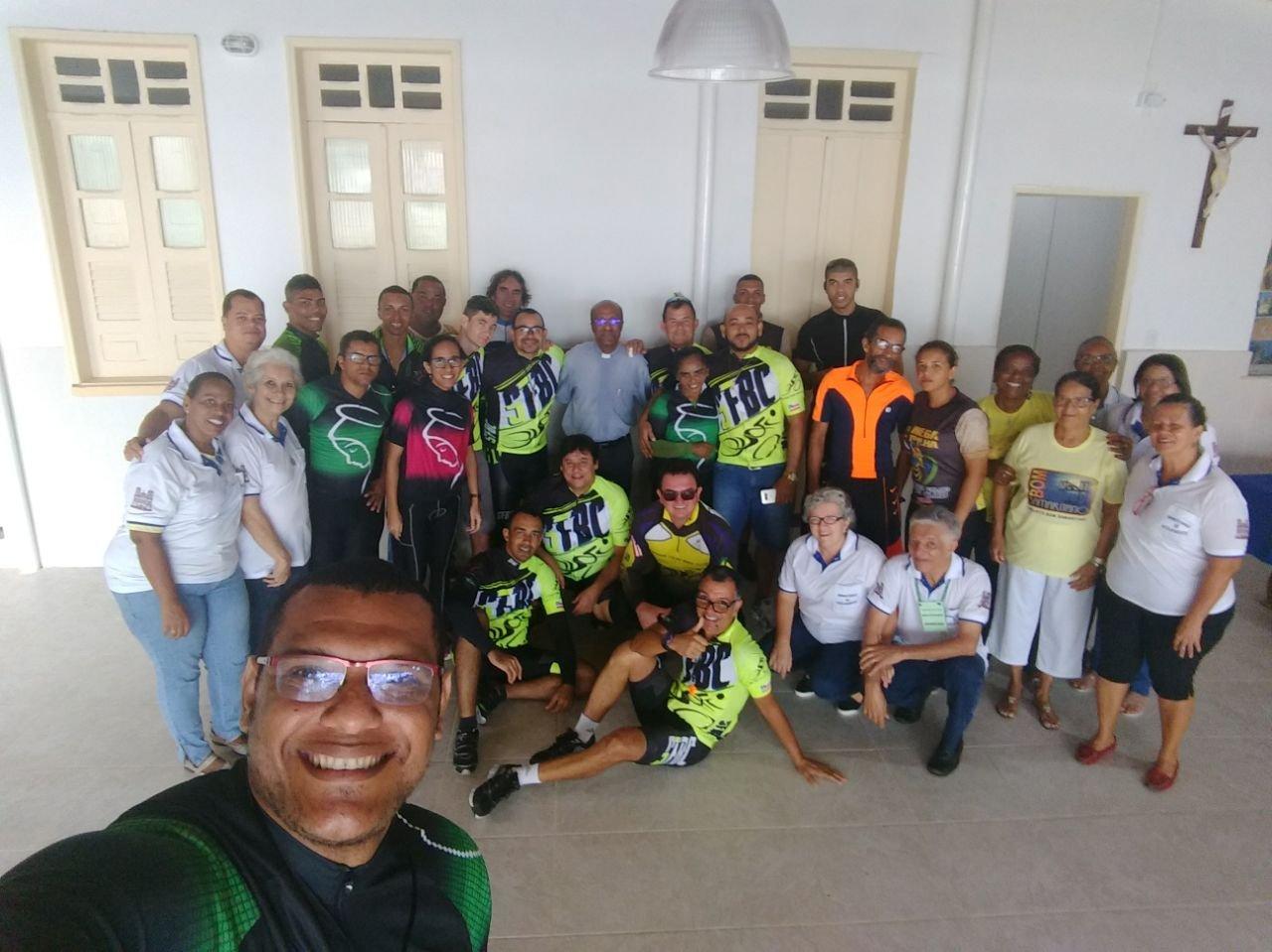 Ciclistas de Sim�es Filho/BA visitam o Projeto Bom Samaritano