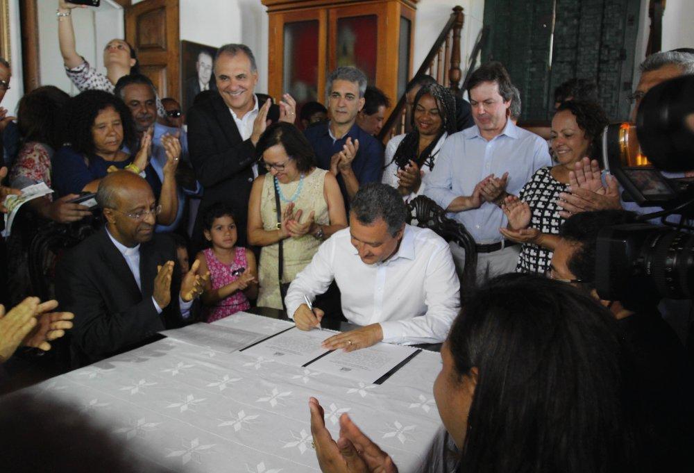 Assinatura da ordem de servi�o para reforma da Bas�lica do Bonfim