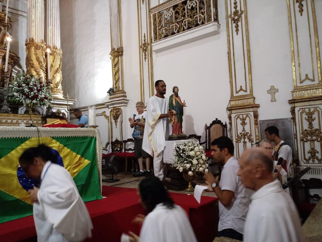 Celebração da Solenidade de São Pedro e São Paulo reúne dezenas de fiéis no Bonfim
