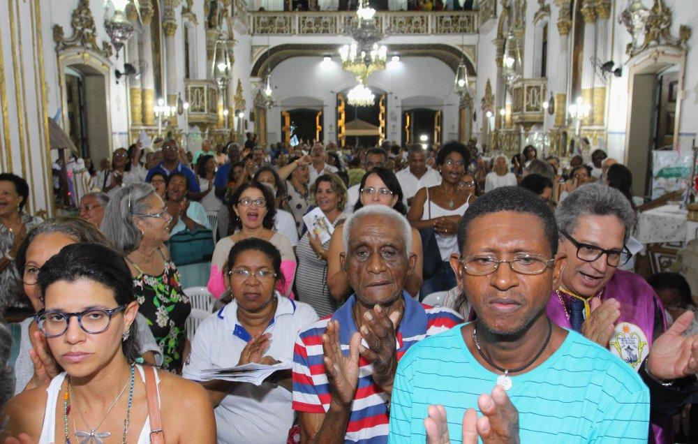 Centenas de fiéis homenageiam Senhor do Bonfim durante Novena nesta terça-feira (09)