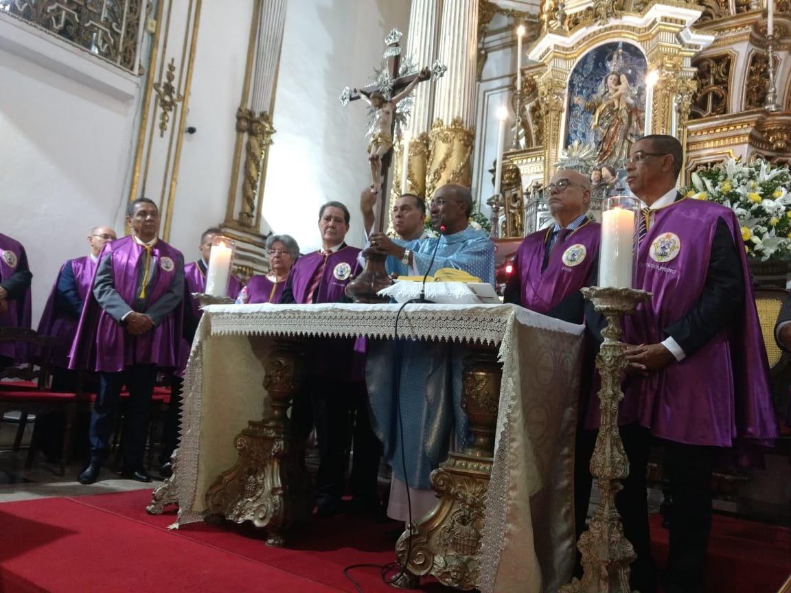 Basílica acolhe centenas de fiéis durante Missa da Devoção do Senhor do Bonfim
