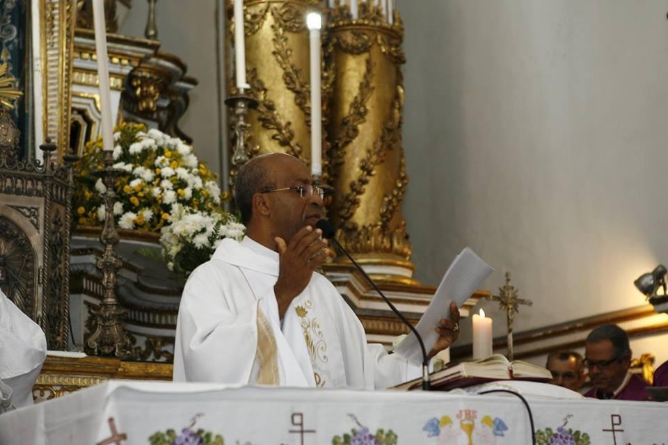 Reitor da Basílica, Pe. Edson Menezes manda mensagem a todos os pais