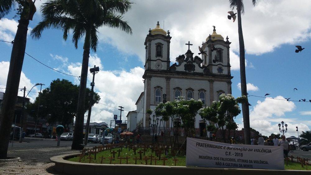 Cruzes fincadas na Praça do Bonfim serão recolhidas nesta sexta-feira e queimadas no sábado