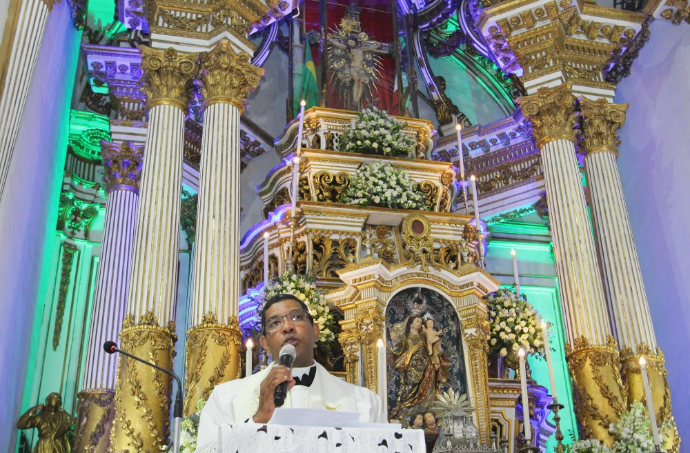 Reitor da UCSAL conduz momento de reflexão durante a segunda noite da Novena do Senhor do Bonfim