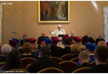 Bento XVI est� de volta ao Vaticano