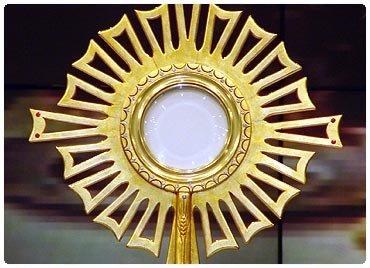 Bas�lica realiza momento de adora��o ao Sant�ssimo Sacramento
