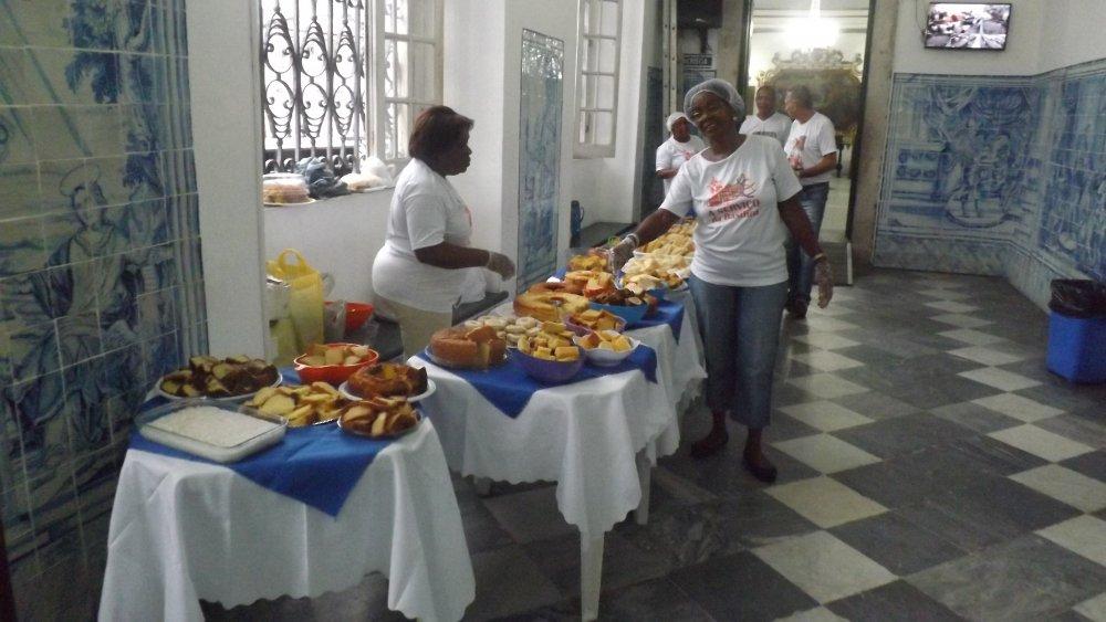 Bas�lica do Bonfim realiza caf� pascal com participantes das missas
