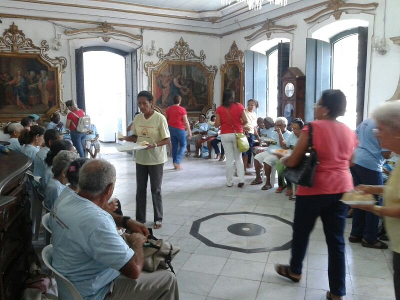 Grupo de idosos de Sim�es Filho � recebido na Bas�lica