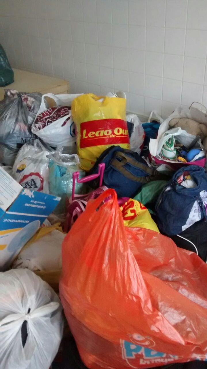 Irm�os da Devo��o e comunidade fazem doa��es para desabrigados da chuva