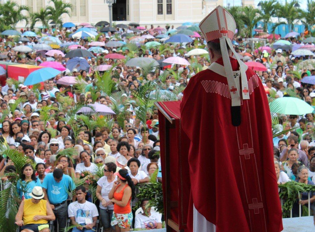 Milhares de fi�is participam da Prociss�o do Domingo de Ramos em Salvador