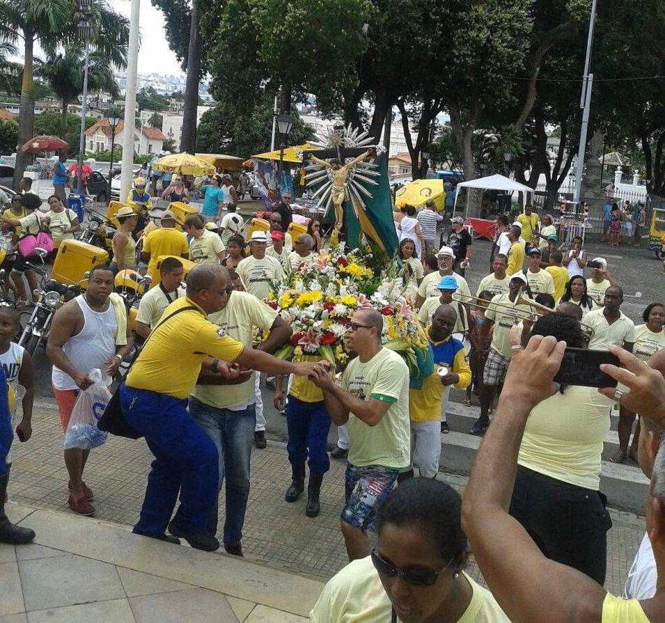 Carteiros participam de missa na Bas�lica Santu�rio