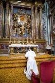 Na v�spera da viagem, Papa reza diante de Nossa Senhora. Suspensas missas matutinas por uma semana