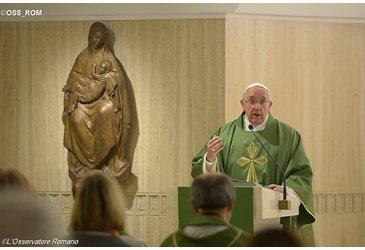 O diabo n�o � um mito e deve ser combatido com a arma da verdade � o Papa em Santa Marta