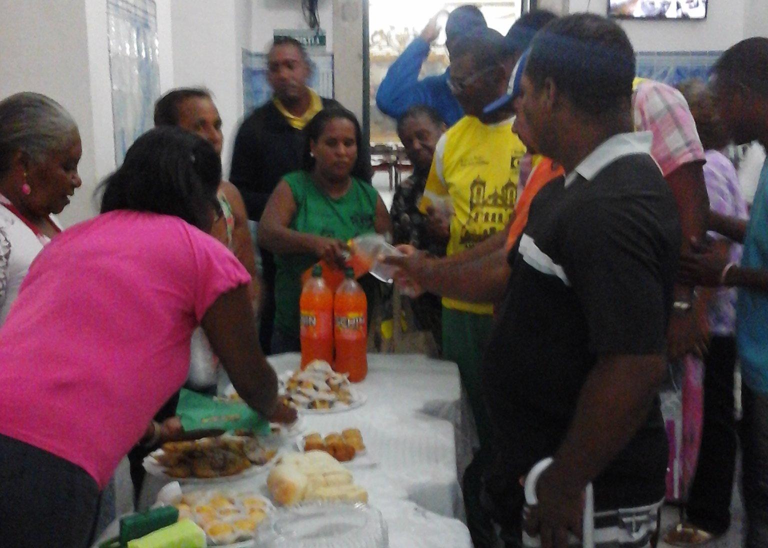 Bas�lica realiza festa dos pais para ambulantes