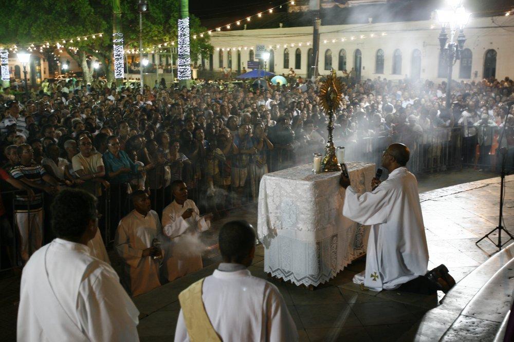 Quinta-feira da Adora��o: ora��es para fazer diante do Sant�ssimo Sacramento
