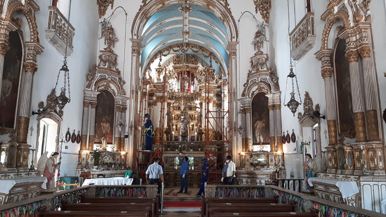 Instalação de andaimes no interior da Basílica