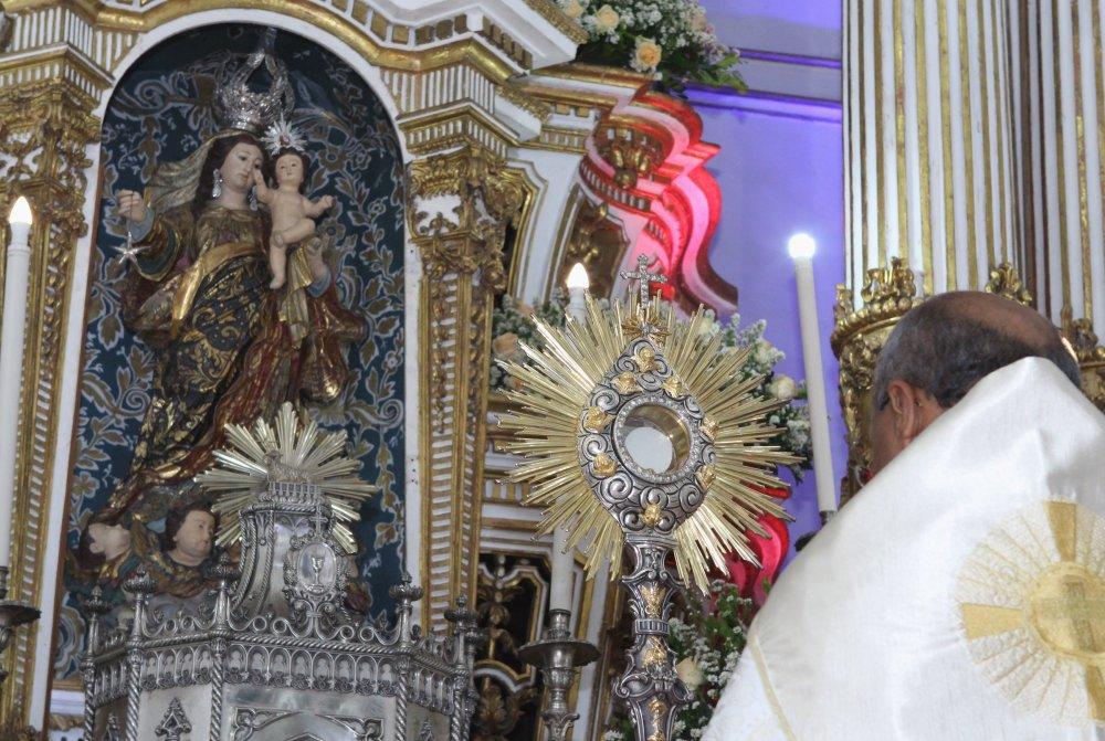 Fi�is participam da abertura da Festa de Nossa Senhora da Guia na Bas�lica do Bonfim