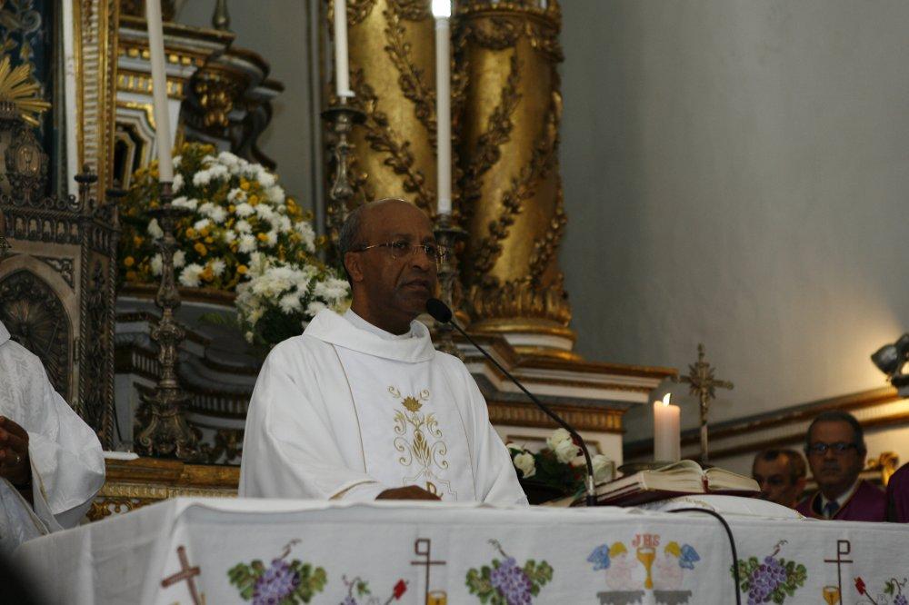Outorga da Medalha Thom� de Souza ao Reitor da Bas�lica Santu�rio do Senhor do Bonfim