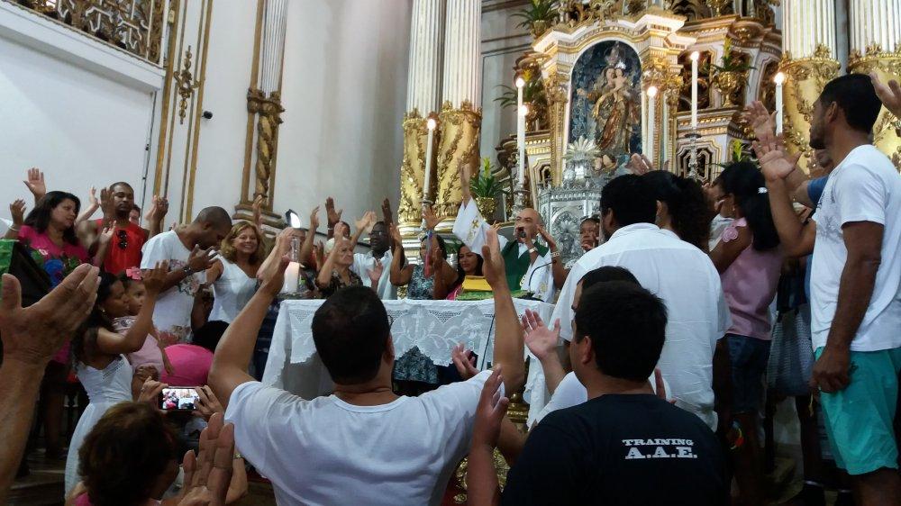'Deus nos exorta para que aprendamos a seguir Jesus carregando a cruz', diz Capel�o