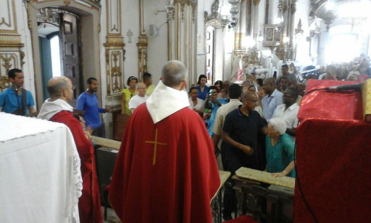 Dezenas de aniversariantes participam da Missa matutina desta segunda-feira (14)