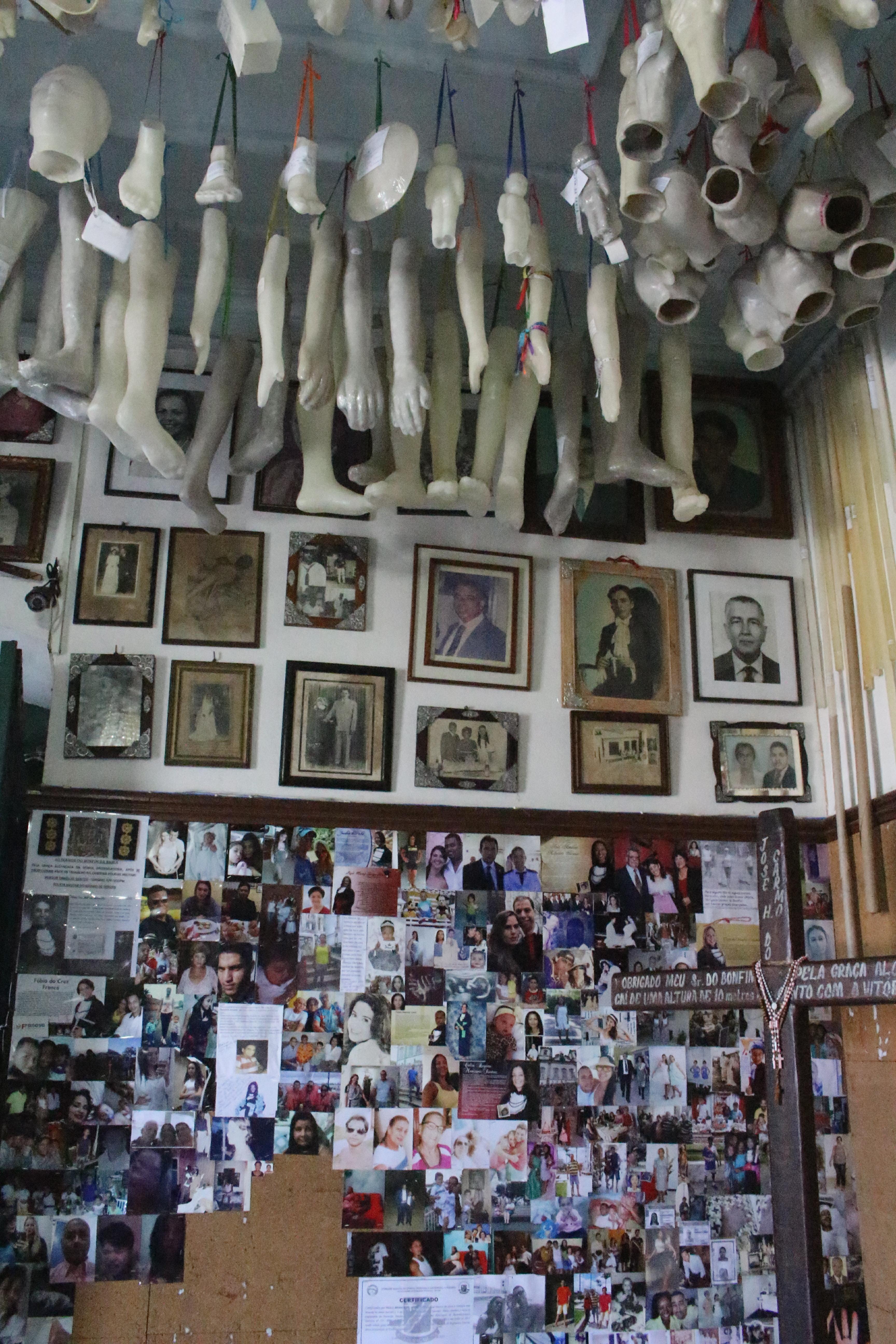 Sala dos milagres expõe histórias de fé e vida dos devotos