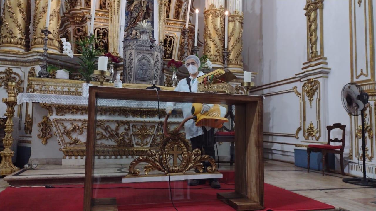 A desinfecção da Igreja do Bonfim foi realizada nesta quinta-feira