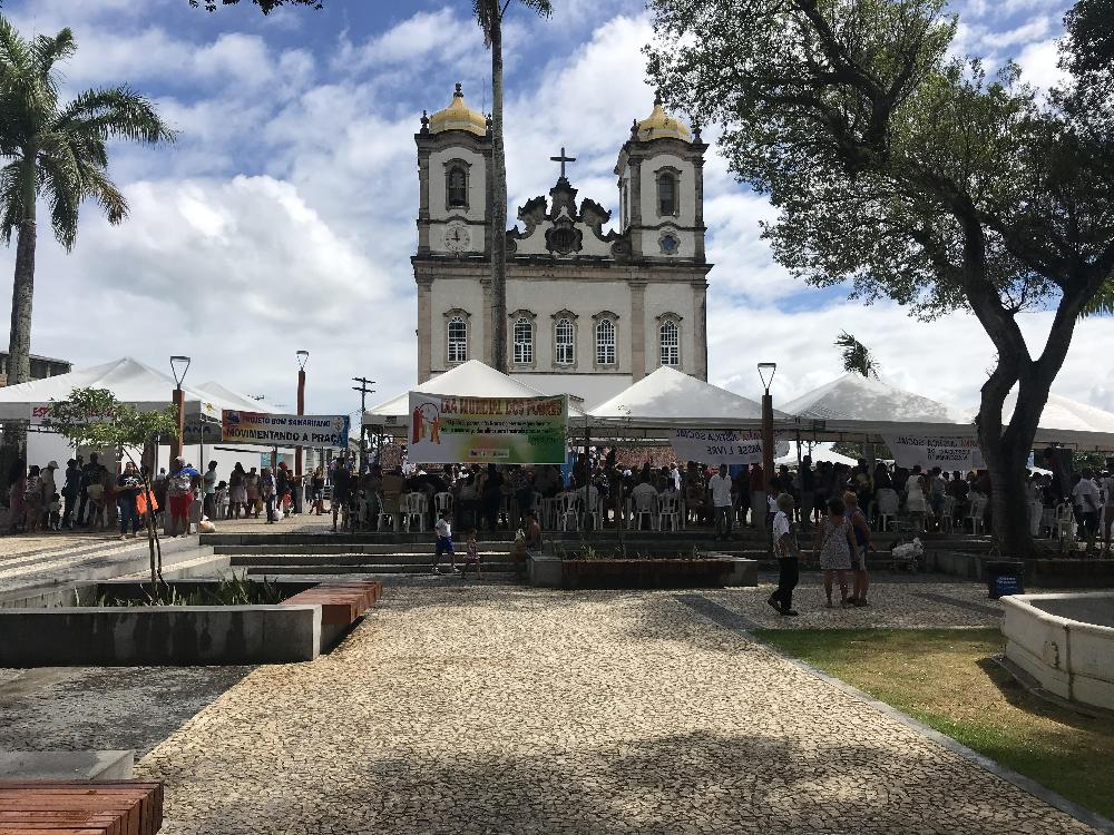 Comunidade baiana é beneficiada com serviços gratuitos na Praça do Bonfim