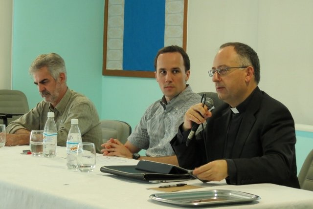 Bispos debatem converg�ncia de m�dias